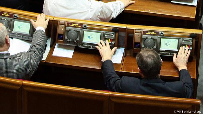В Верховной Раде заработала сенсорная кнопка, сделав невозможным неперсональное голосование