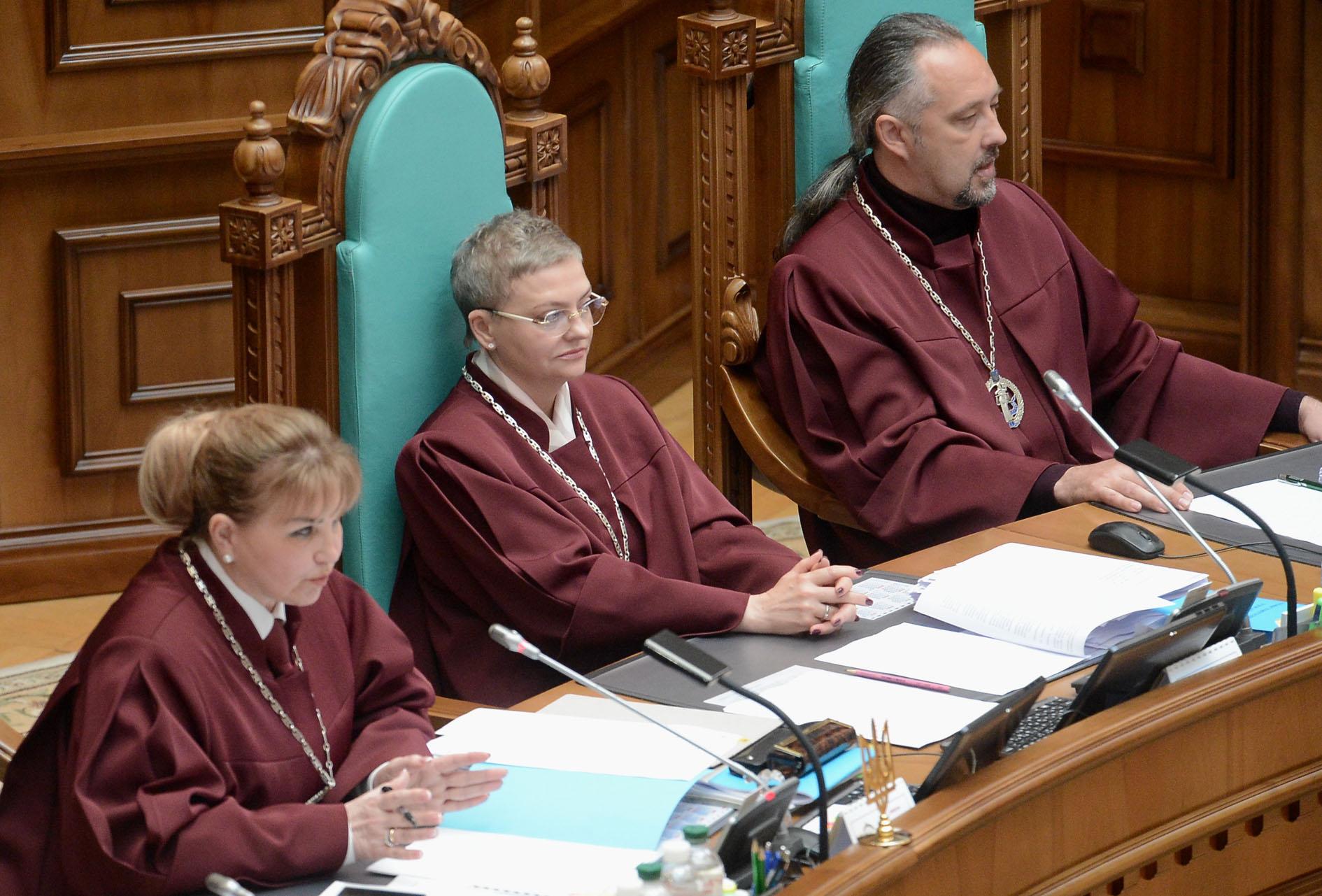Конституционный суд Украины оказался в сложном положении