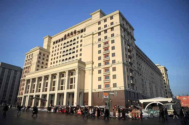 О причинах сноса исторического здания гостиницы Москва в центре российской столицы